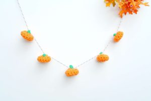 DIY crochet pumpkin garland